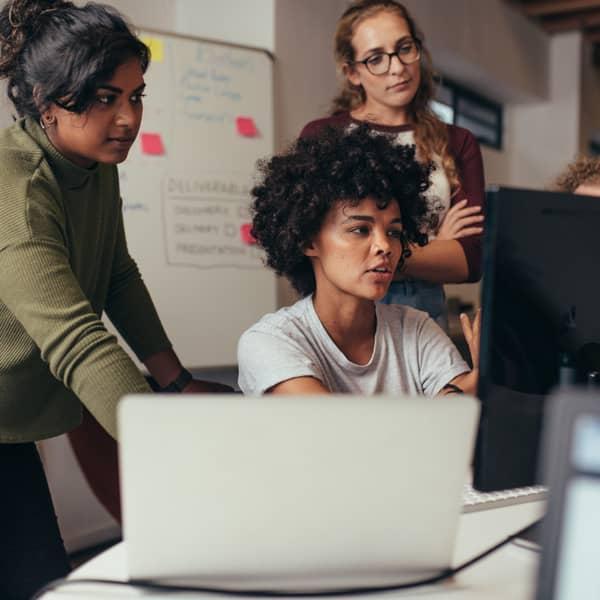 mujeres con ordenador
