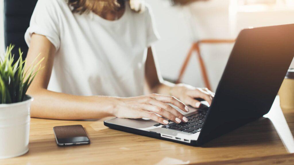 Sobrevivvir como desarrolladora o desarrollor web freelance